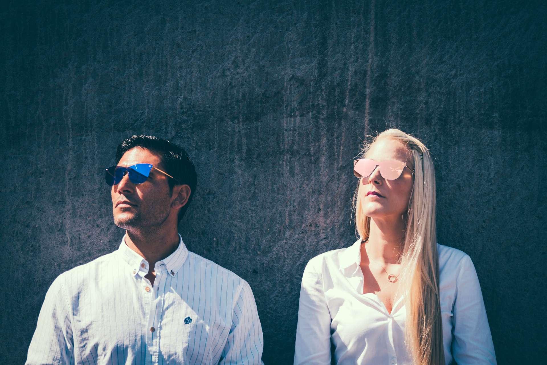 Sesión de fotos en estudio para marca de gafas de sol.