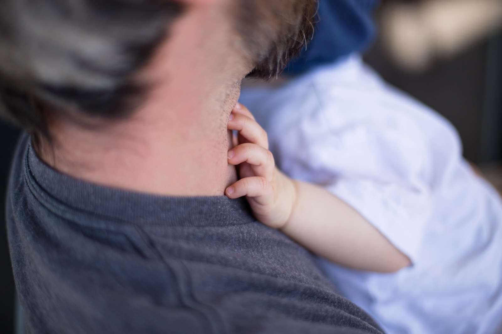Padre e hijo de 1 año aprox. para sesión de fotos en Barakaldo