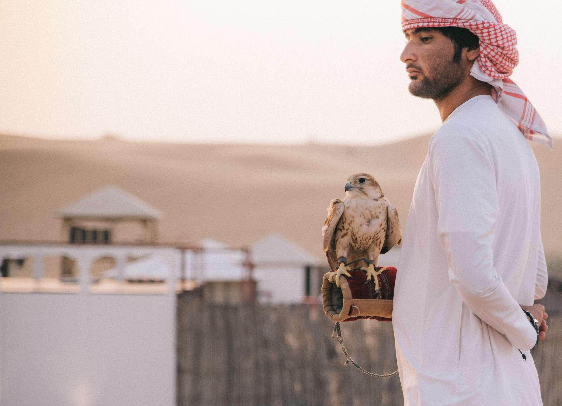 Hombres de rasgos árabes para figuración en Madrid