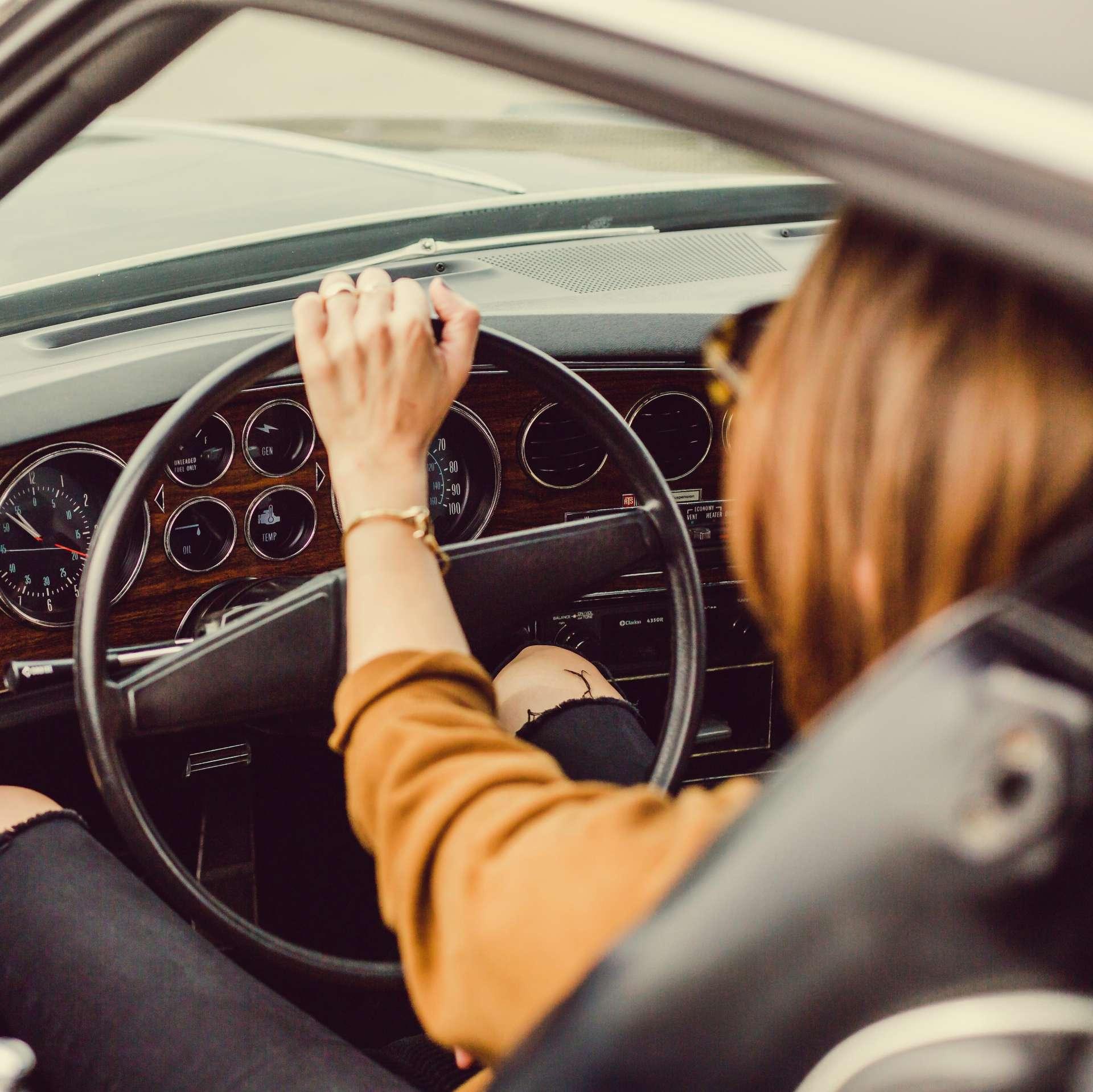 Mujer conductora para rodaje en gipuzkoa